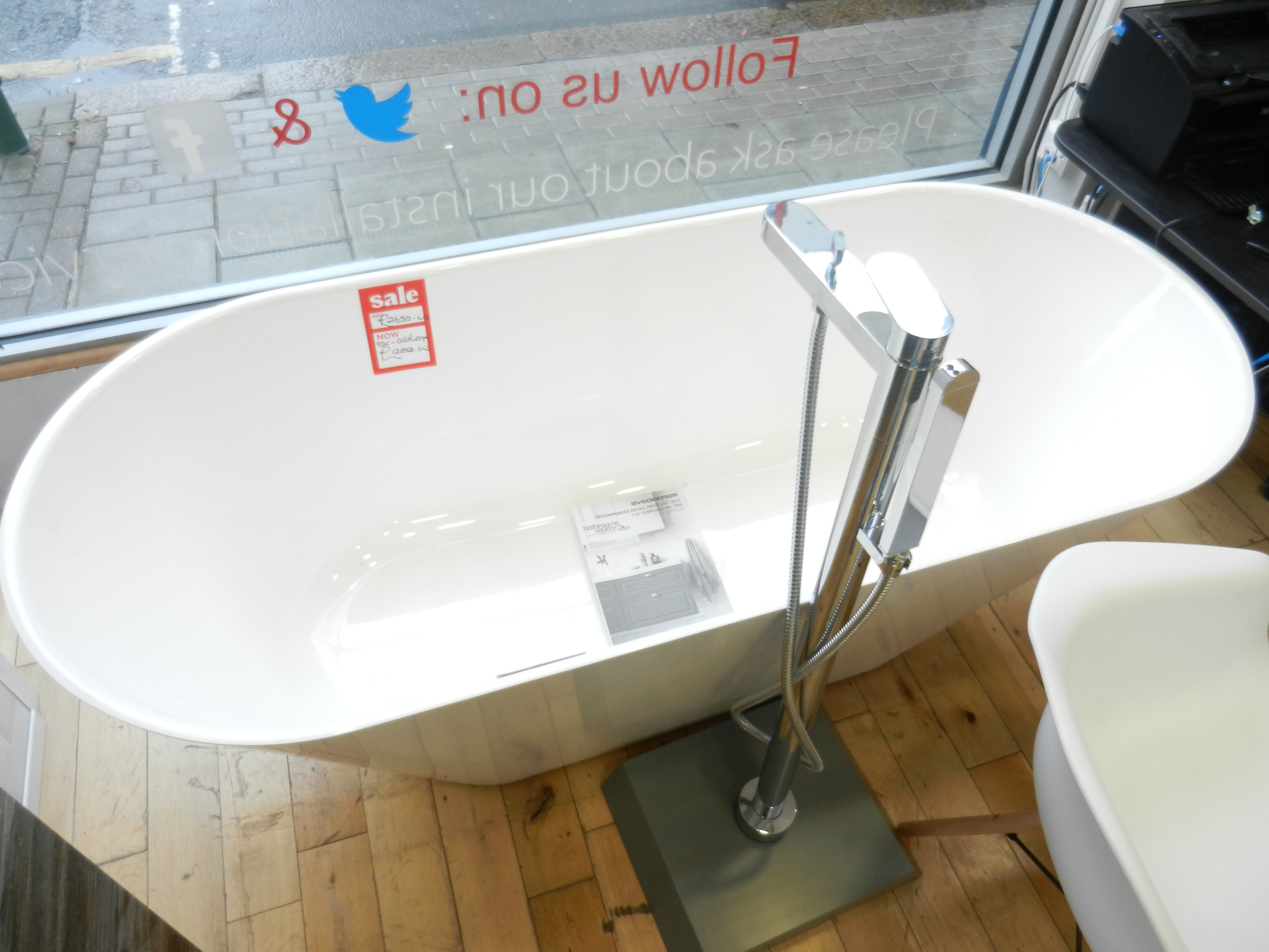 Svedbergs Oval 170 Cast Marble Freestanding Bath on display in London