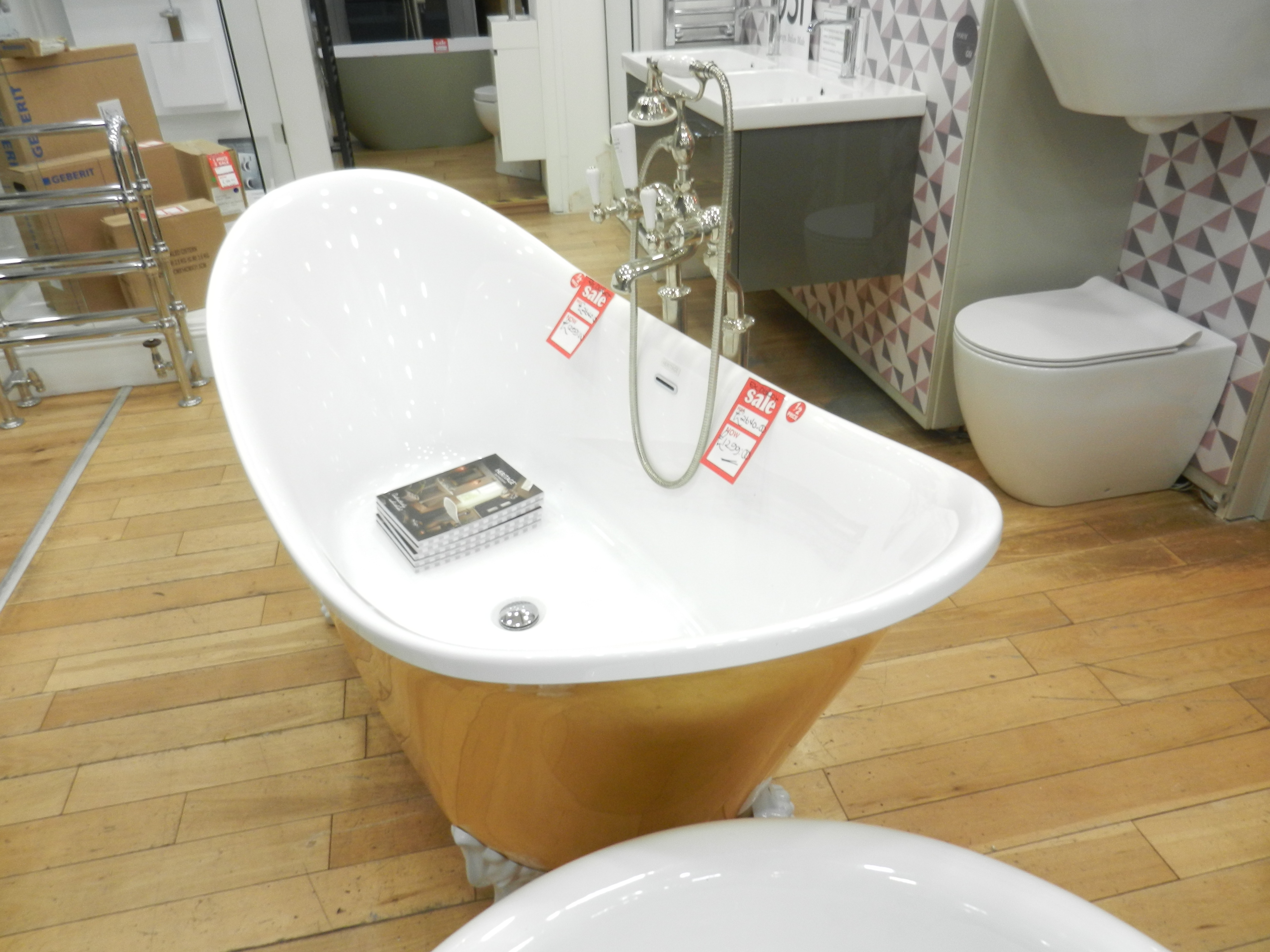 Ex Display Heritage Gold Coloured Free Standing Bath inc Feet and Tap-19146