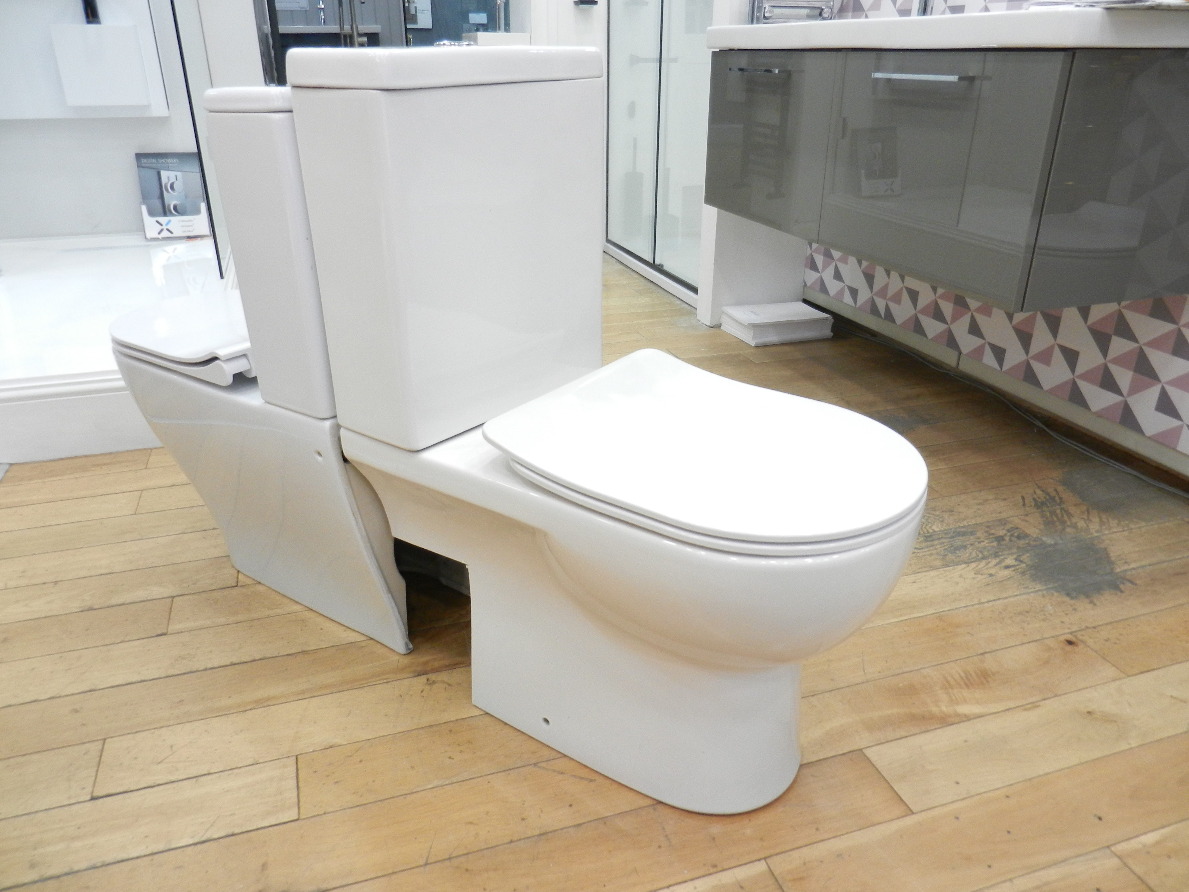 Ex Display Saneux Austen Close Coupled Left Hand Soil Exit Toilet -20888