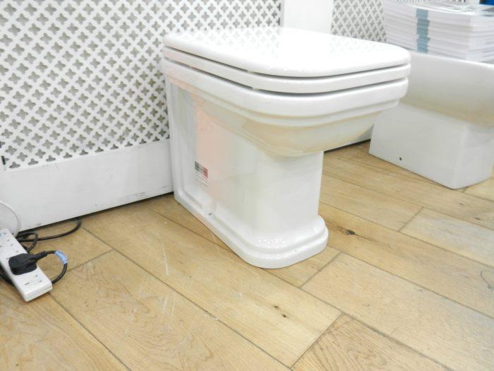 Ex Display Bauhaus Waldorf Back To Wall 55 WC & Seat